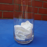 Glas mit Küchenkrepp