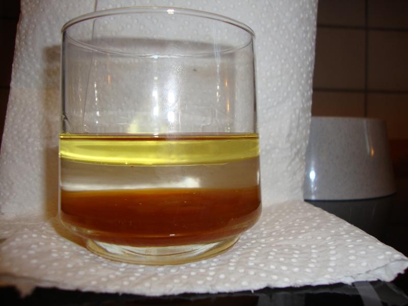 """Experiment 3, Bild 2: """"Gestapelte Flüssigkeiten"""""""