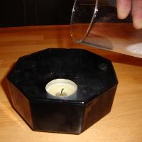 Experiment 19, Bild 1: Das CO2 erstickt die Flamme der Kerze
