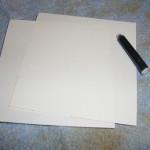 Experiment 30, Bild 1: Was sind Fingerabdrücke; Material: Papier, eine Tintenpatrone und ein alter Lappen.