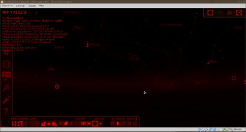 Nächtlicher Sternenhimmel in Stellarium mit aktiviertem Nachtsichtmodus.