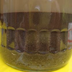 Experiment 36, Bild 1: Die Erde trennt sich in ihre Bestandteile.